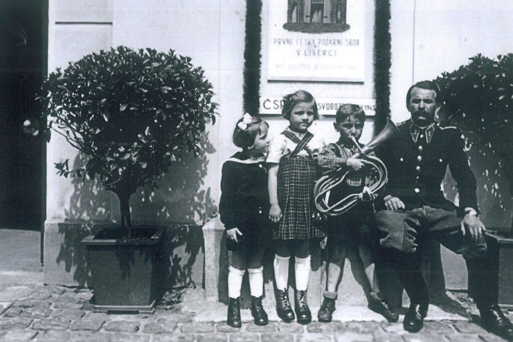 První český požární sbor v Liberci byl založen 12. června 1945